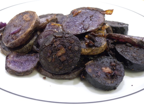 Blunzngröstl aus violettn Erdäpfln